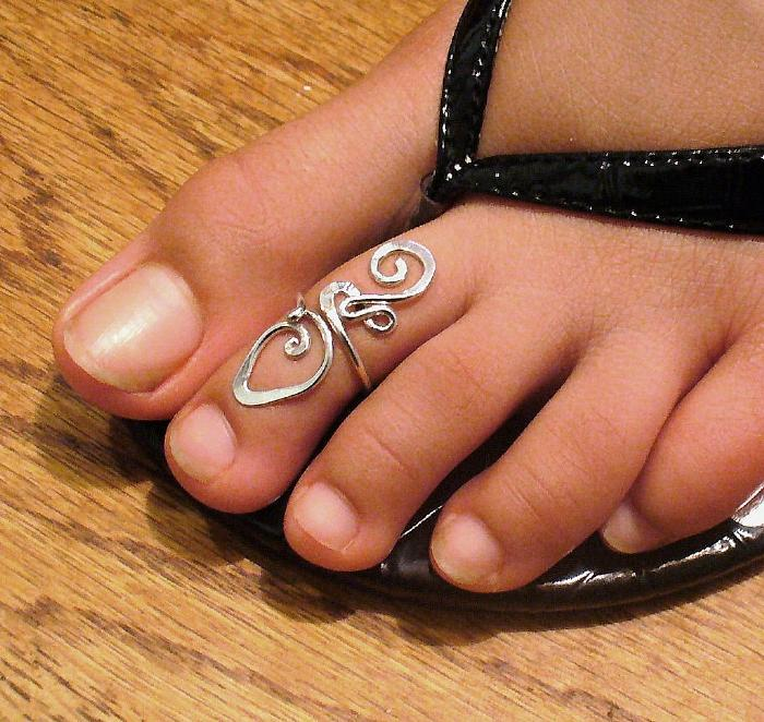 Drawing Attention To Your Toes Lipstiq Com