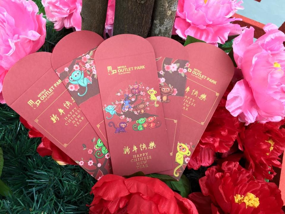 Shoppers with every spend of RM100 at Mitsui Outlet Park KLIA Sepang can redeem one (1) set of Limited Edition Red Packets