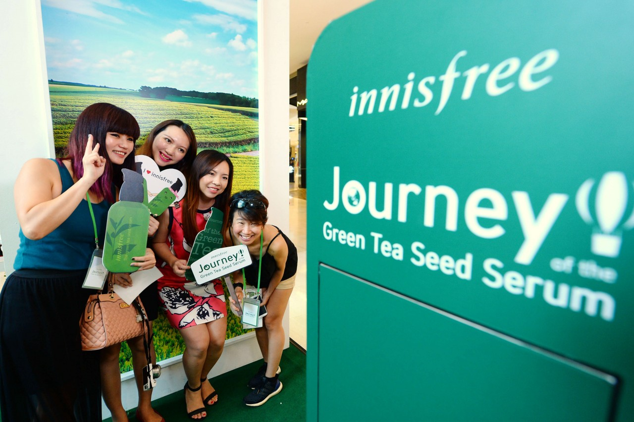 Visitors do not want to miss a photo opportunity with the beautiful green tea landscape.