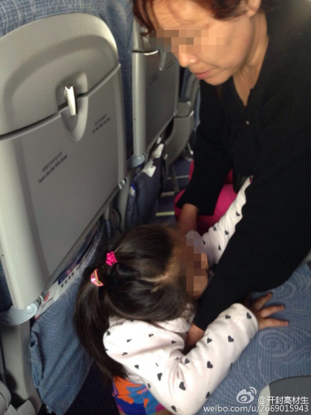 Disgusting Granny Lets Little Girl Pee On Plane Cabin