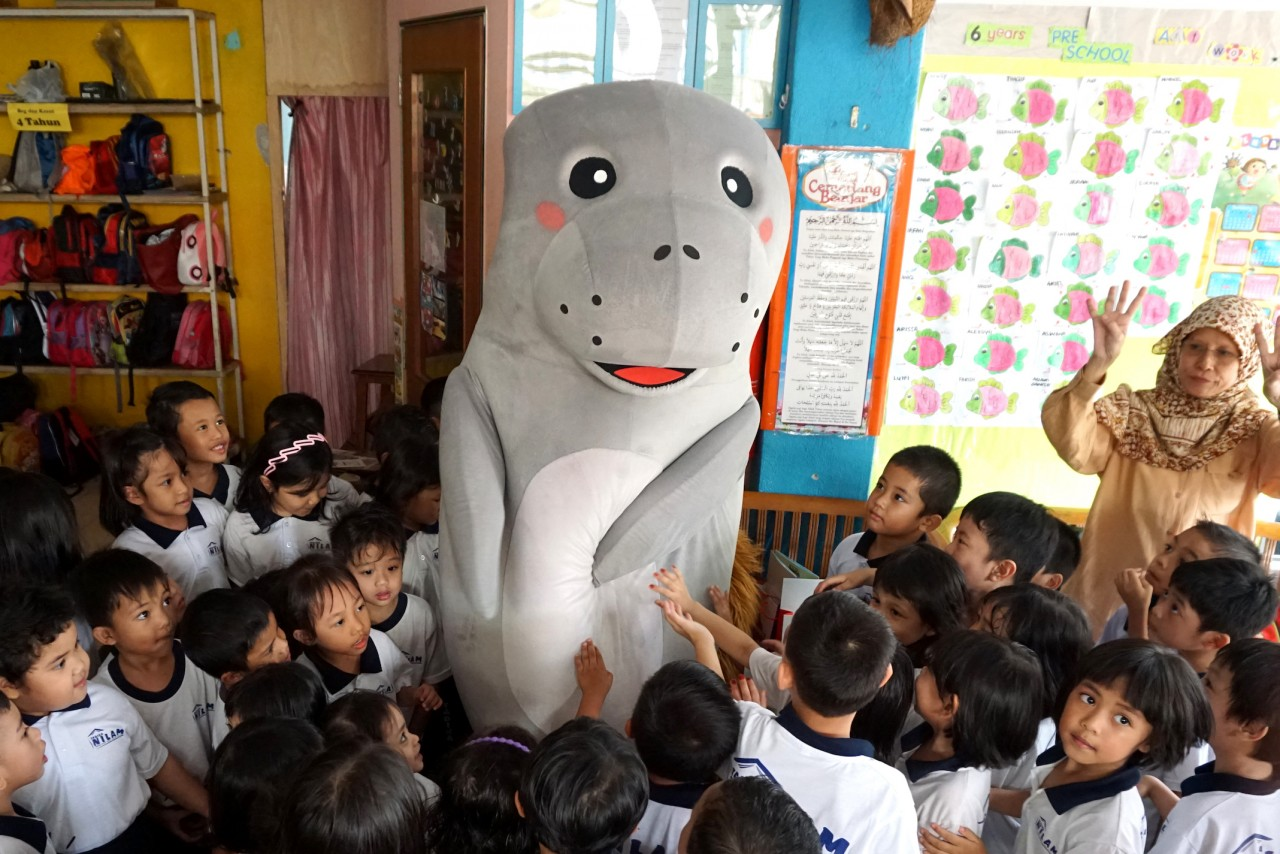 Preschool Tour_Canola the Manatee interacting with children