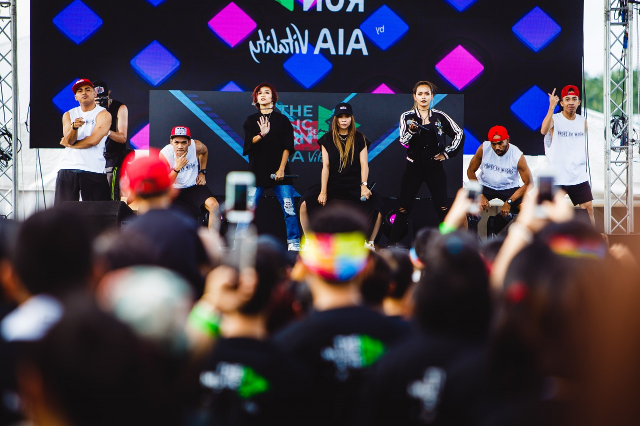 Malaysian pop-sensation De Famenthralled Music RunnersTM with their electric performance before the run